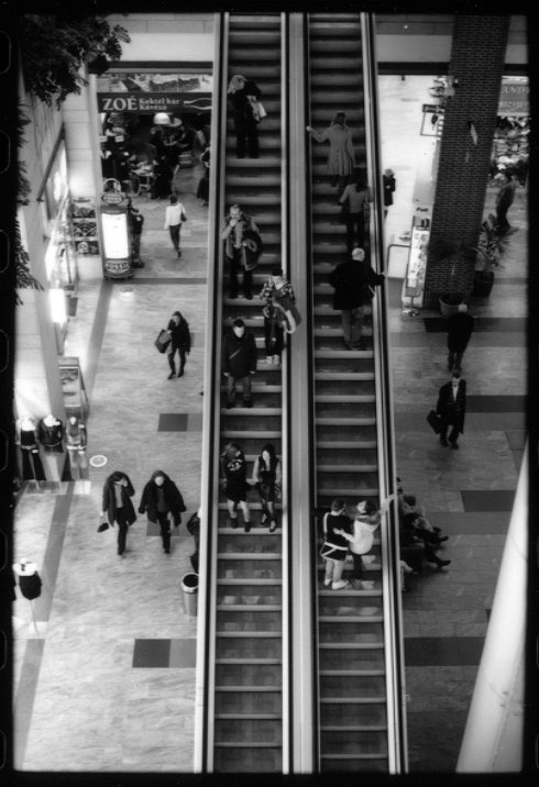 76683914escalatorbudapes.jpg